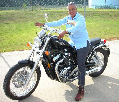 Women on Motorcycles Picture - 2006 Suzuki Boulevard S50