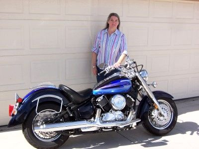 Women on motorcycles picture of a 2001 yamaha v star 1100 for Yamaha motorcycles for women